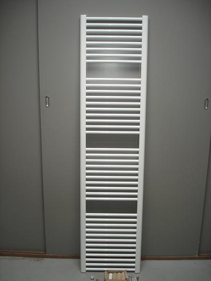 Designradiator in het wit 185 cm hoog x 45 cm breed met 869 Watt