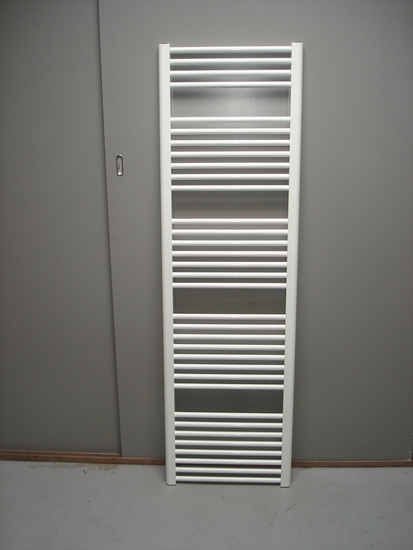 Designradiator in het wit 165 cm hoog x 45 cm breed met 766 Watt