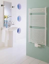 Design radiator gebogen model in het wit 686mm hoog x 500mm breed met middenaansluiting en 340 Watt