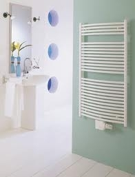 Design radiator gebogen model in het wit 915mm hoog x 700mm breed met middenaansluiting en 582 Watt